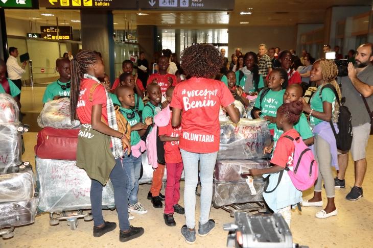 llegada aeropuerto voces por benin